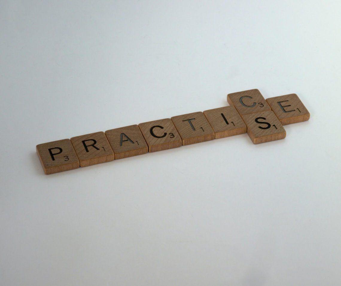 Cursos on line: la combinación de enseñanza teórica y la práctica profesional