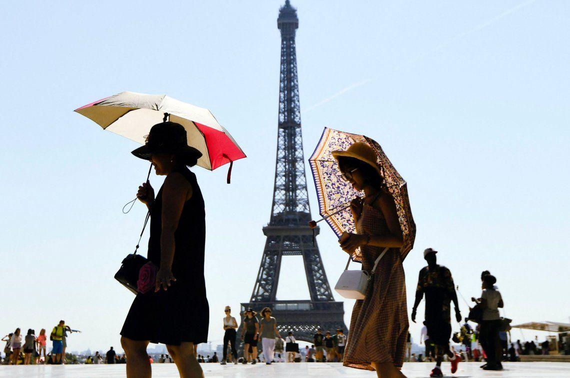 París: la Torre Eiffel volvió a abrir tras más de ocho meses cerrada