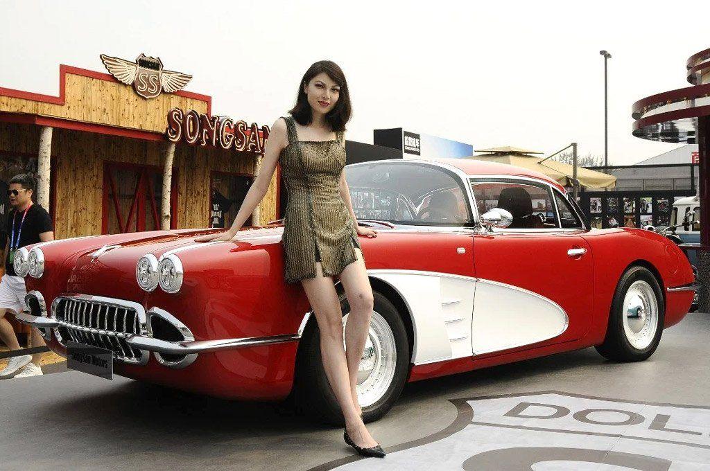 El SongSang Dolphin, una copia china y eléctrica del Corvette de 1957.