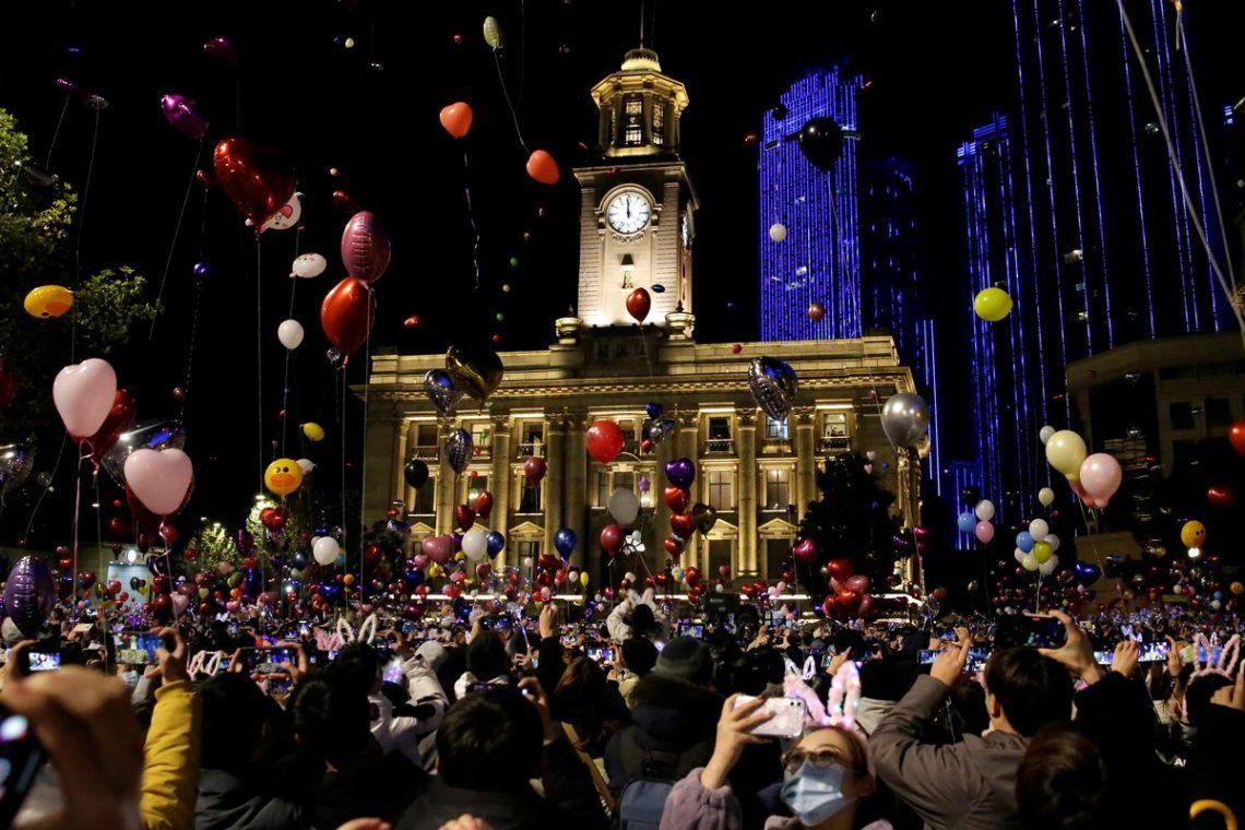 La ciudad china epicentro de la pandemia celebró el nuevo año de forma muy parecida a la vieja normalidad