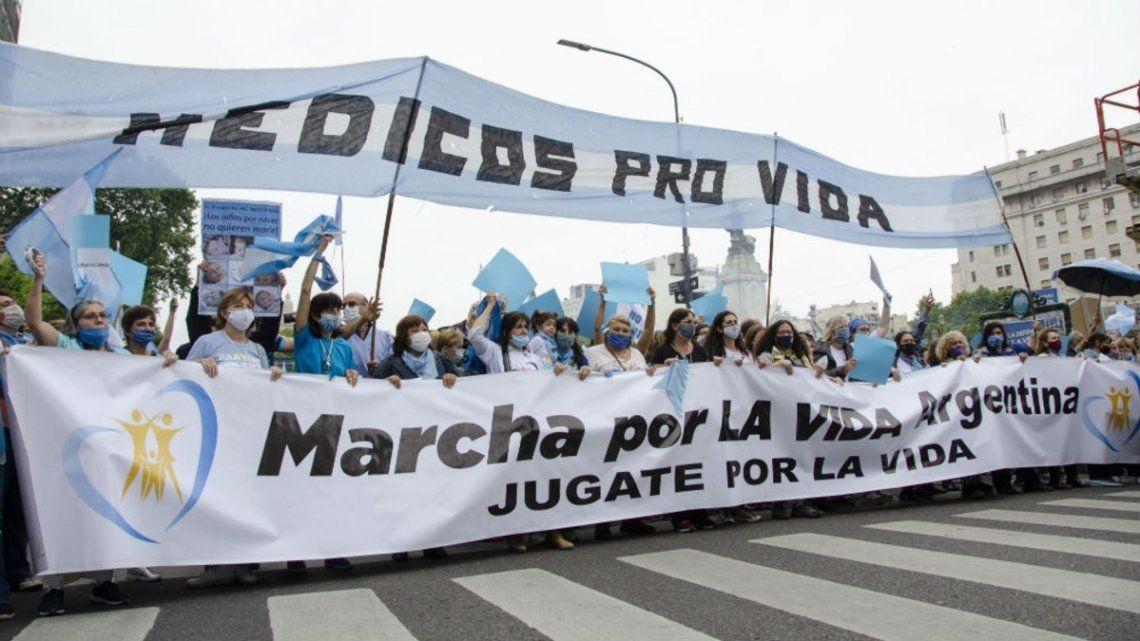 Numerosa marcha contra el aborto