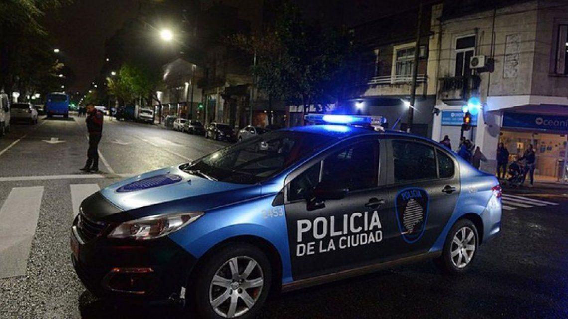 Efectivos de la Comisaría Vecinal 5B lograron capturar a los delincuentes.