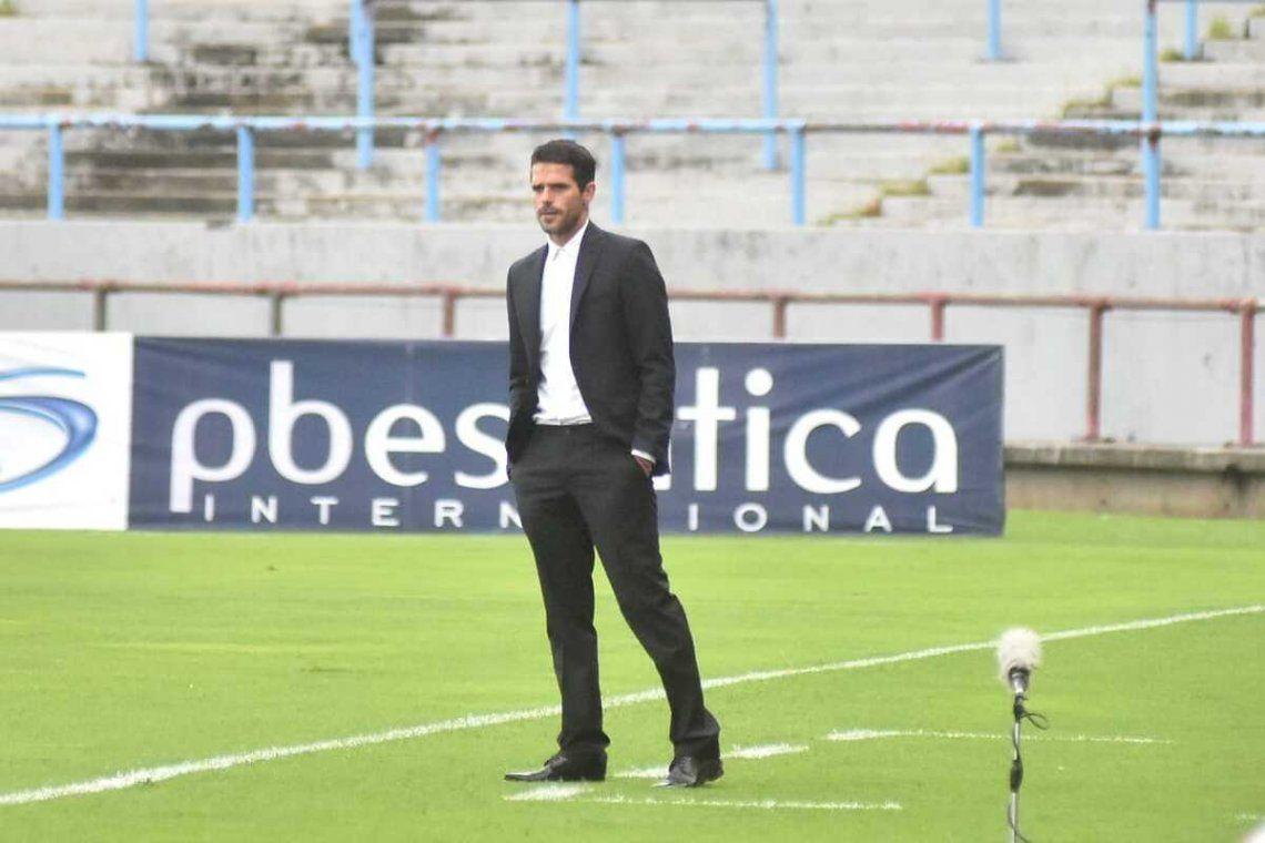 Fernando Gago dejó de ser el DT de Aldosivi.