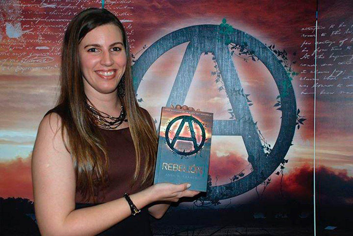 Anabella, una escritora que trasciende fronteras