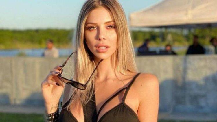 Romina Malaspina posó en bikini y encendió las redes.