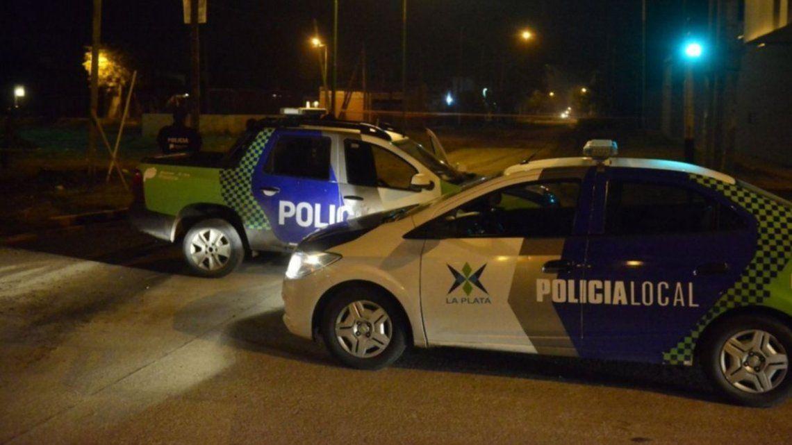 La policía montó un operativo cerrojo en las inmediaciones de la escena del crimen pero no pudieran dar con los implicados.