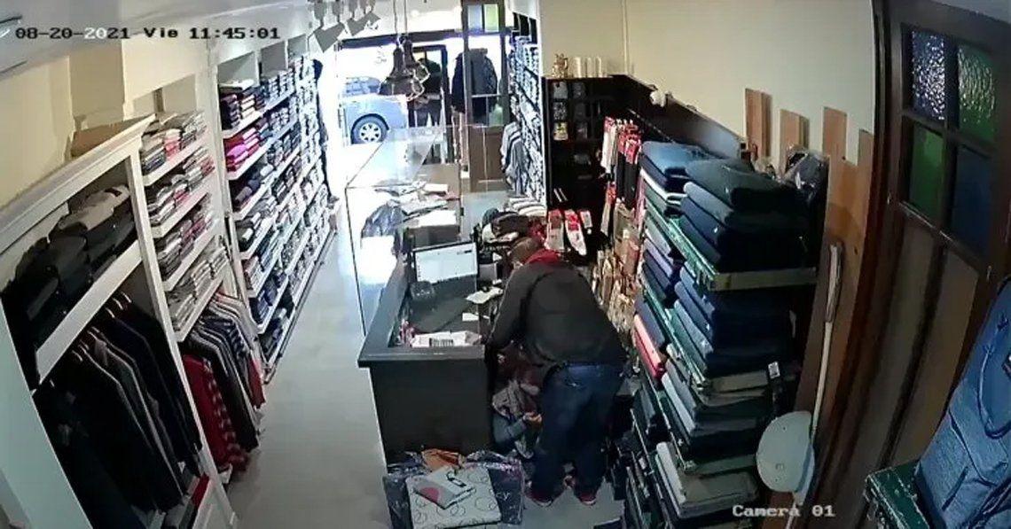 Ramos Mejía: asaltan y golpean a una vendedora de un local