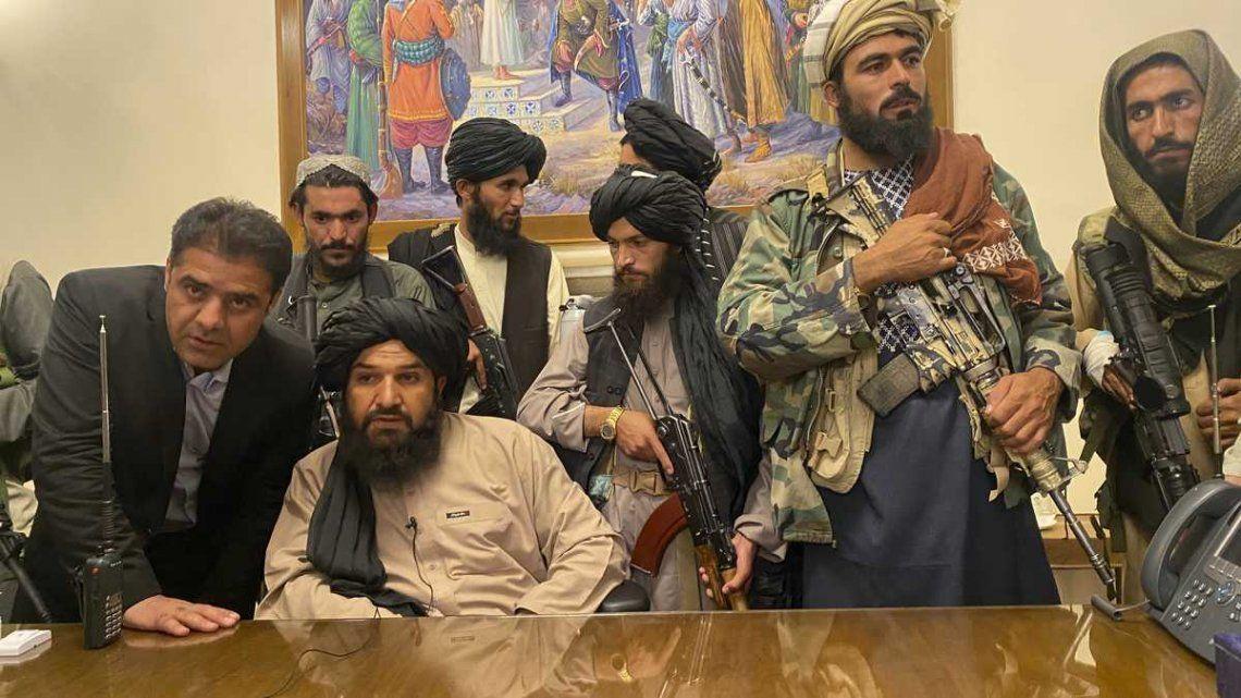Los talibanes ya dejaron claro que no habrá un gobierno de transición en Afganistán
