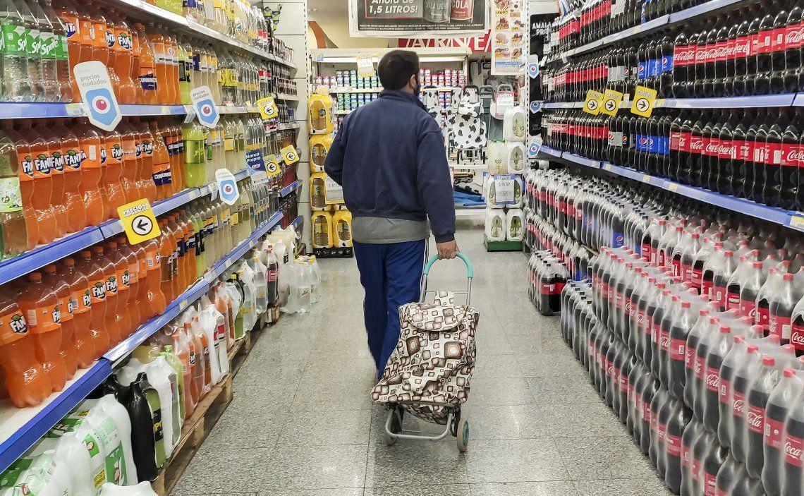 La suba en los alimentos es lo que más sigue impulsando los altos niveles de la inflación.