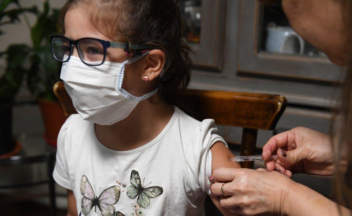 La vacuna Sinopharm ya cuenta con el respaldo de autoridades y especialistas para ser aplicada en los más chicos.