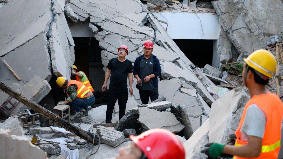 China: socorristas trabajan en el derrumbe