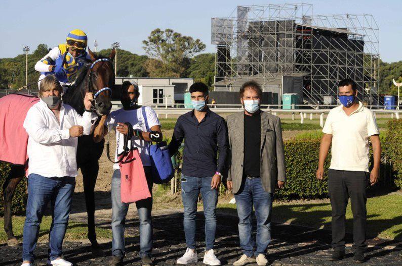 Los allegados a Tetaze en el recinto de los vencedores