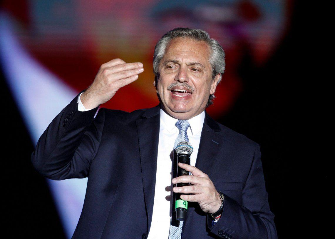 Dólar: Alberto Fernández ratificó que se mantendrán las restricciones a la compra y atesoramiento
