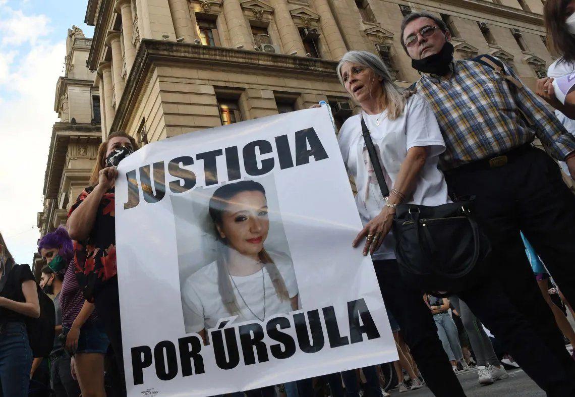 Miles de personas marcharon en varias ciudades del país para reclamar justicia por el femicidio de Úrsula Bahillo.