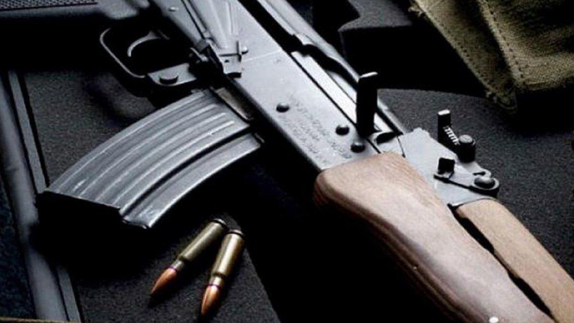 Santa Fe: detienen a motociclista que circulaba con un fusil AK-47. -FOTO ILUSTRATIVA-